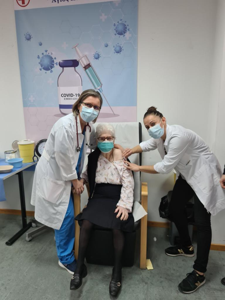 Εμβολιασμός 97χρονη Σάμος
