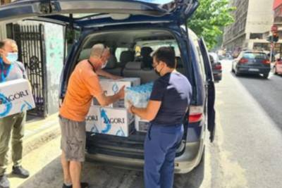 Δωρεά πόσιμου νερού για άστεγους ανθρώπους χρήστες ψυχοδραστικών ουσιών