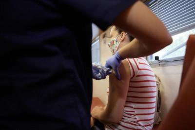 Εμβολιασμοί COVID: Ξεκινάνε το πρώτο 10ημερο του Οκτωβρίου από παιδίατρους