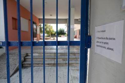 Κορονοϊός: «Ανοικτή» παραμένει η εισήγηση της Επιτροπής Εμπειρογνωμόνων για τα σχολεία