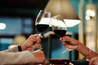 Ο μεγαλύτερος κίνδυνος από την κατανάλωση κρασιού για τις γυναίκες